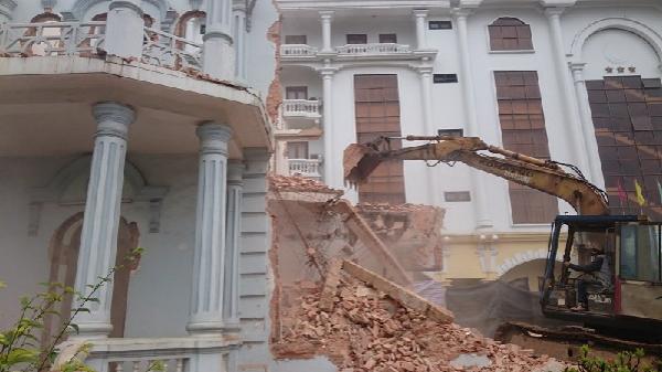 Huế: Biệt thự trăm tuổi bị đập bỏ trong tiếc nuối