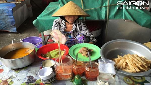 Tới Ninh Hòa (Khánh Hòa), đừng quên ăn chả cuốn lề đường