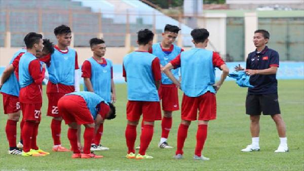 U20 Việt Nam đá giao hữu với U19 Việt Nam tại Nha Trang