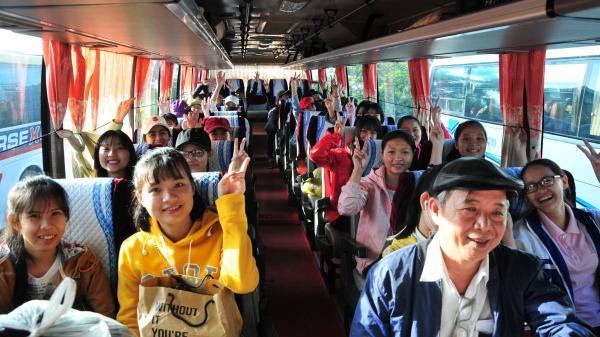 Trường Đại học Nha Trang đưa gần 300 sinh viên về quê ăn Tết