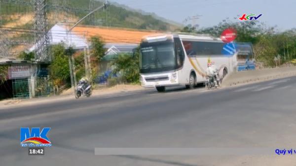 """Xe quay đầu phóng bạt mạng chở khách dịp Tết- """"hung thần"""" trên đường dịp Tết các tỉnh miền Trung"""