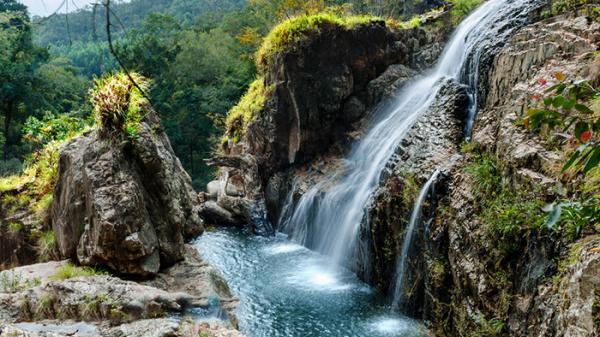 """Đã đến là """"đổ"""" 5 thác nước đẹp lịm tim sát sạt Nha Trang"""