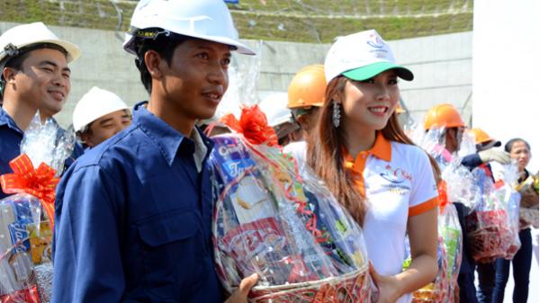 Thí sinh Hoa hậu Hữu nghị ASEAN thán phục những người thợ Đèo Cả