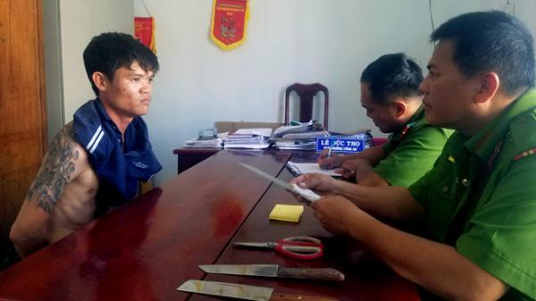 Nha Trang: Khống chế kẻ ngáo đá cầm dao đuổi chém hàng xóm