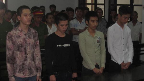 Nha Trang: Mang 3 con dao đi cướp, nhóm tuổi teen lãnh án