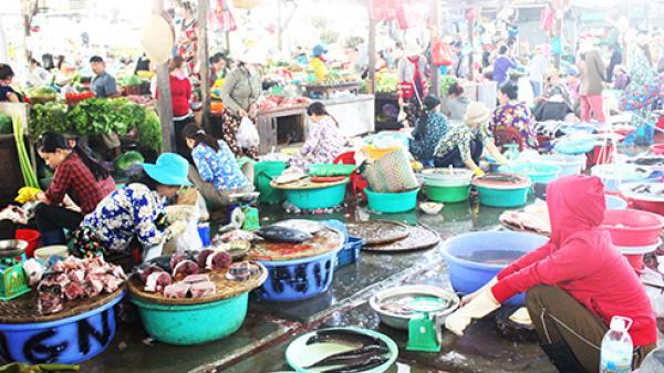 Chợ Phước Thái: Tiểu thương bỏ chợ, bán ngoài lề đường