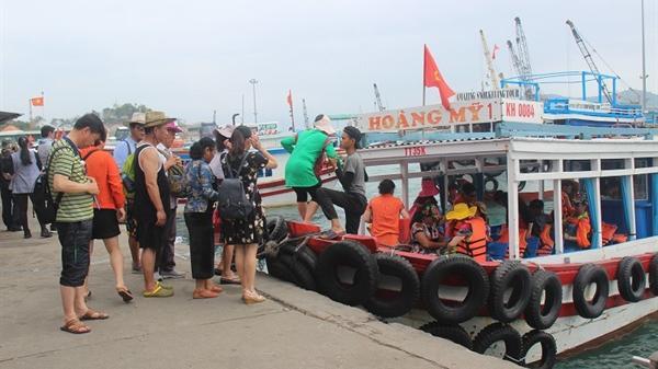 Nha Trang: Lúng túng vì... khách du lịch tăng cao