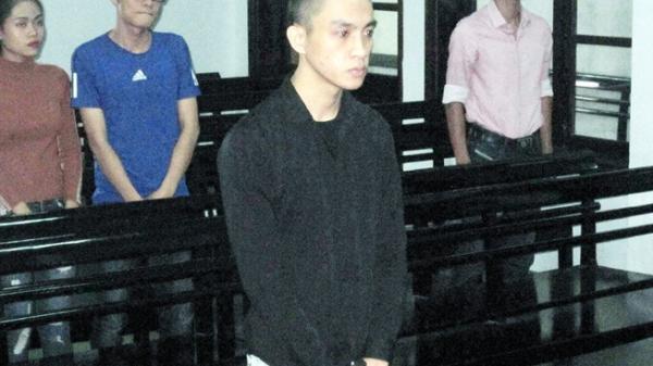 Nha Trang: Thanh niên đánh cảnh sát giao thông để bạn gái lấy xe vi phạm