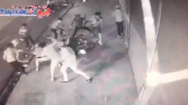 Nha Trang: 12 đối tượng 10X mang hung khí chém người dã man trên đường phố