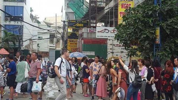 Hoảng vì khách du lịch đến Nha Trang đông: Chuyện lạ Việt Nam?