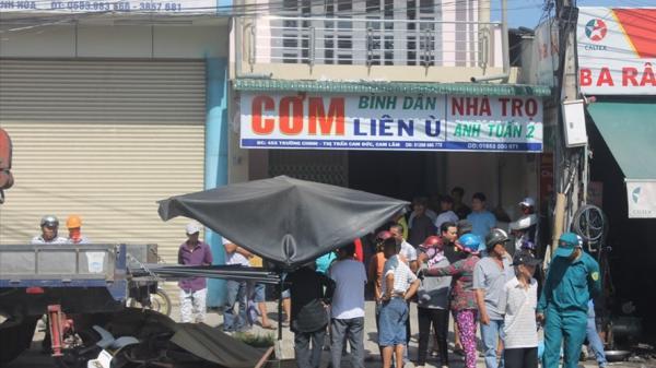 Khánh Hòa: Lao vào đuôi xe tải, 2 người chết tại chỗ