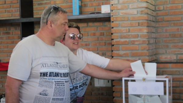 Cử tri Nga bỏ phiếu sớm bầu cử Tổng thống Nga tại Nha Trang