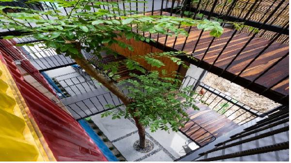 Nhà nghỉ làm từ container độc đáo ở Nha Trang