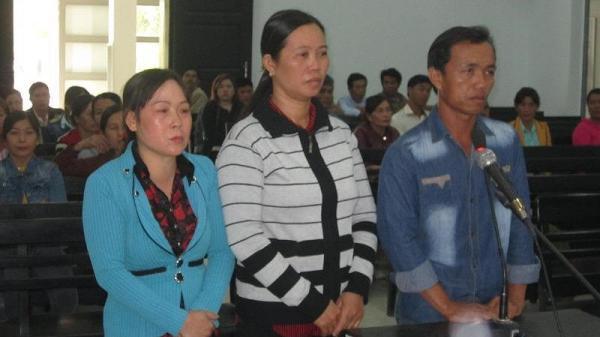 Khánh Hòa: Đi tù vì hùa nhau ném trứng thối vào công an