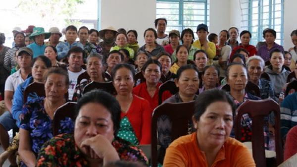 """Nha Trang: Trưởng thôn xin lỗi trước dân vì """"trao nhầm"""" quà hỗ trợ do bị thiệt hại từ cơn bão số 12"""