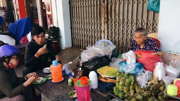 Điểm hẹn Nha Trang: Quán nem vỉa hè gần 60 năm của cụ bà 79 tuổi