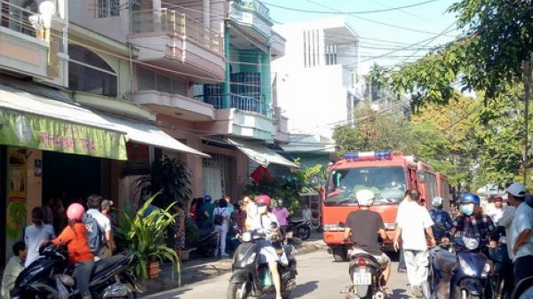 Khánh Hòa: Người dân phá cửa, cứu cô gái trong căn nhà bị hỏa hoạn