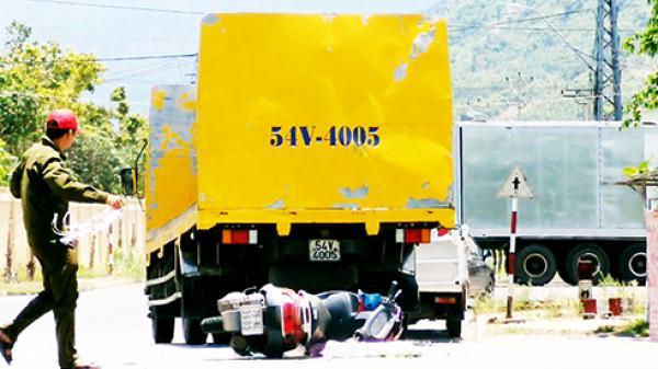 Diên Khánh: Xe tải tông xe máy, 2 mẹ con bị thương nặng