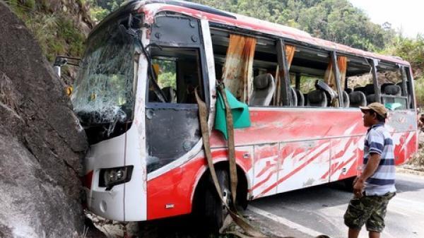 Vụ xe khách đâm vào núi, 21 người thương vong: Thắng không ăn