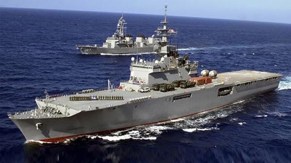 Siêu tàu đổ bộ của Nhật vừa cập cảng Cam Ranh