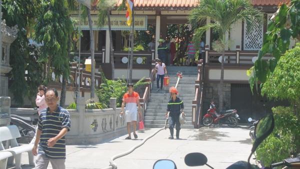Khánh Hòa: Cháy phòng chứa kinh sách chùa Long Sơn nhiều du khách hoảng loạn