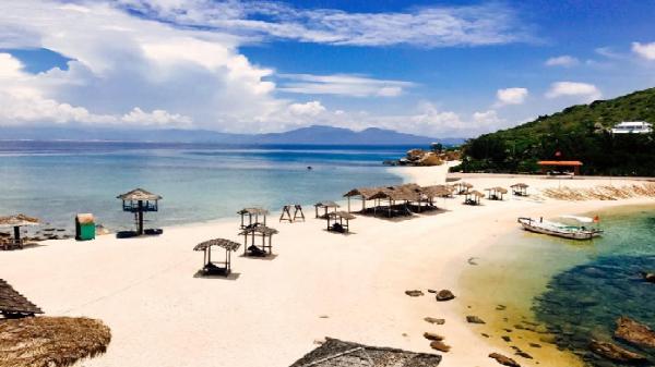 Khám phá 'bãi tắm đôi' vô cùng độc đáo ở Nha Trang