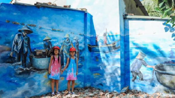 Ngỡ ngàng vẻ đẹp rực rỡ ở làng bích họa xã đảo Tam Hải