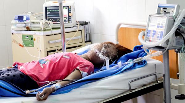 Khánh Hòa: Mẹ cùng con gái 17 tháng tuổi uống thuốc diệt cỏ tự tử