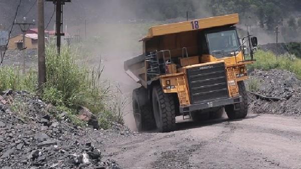 Khánh Hòa:Hàng chục hộ dân sống trong nỗi lo bị đất thải, đá thải nhấn chìm