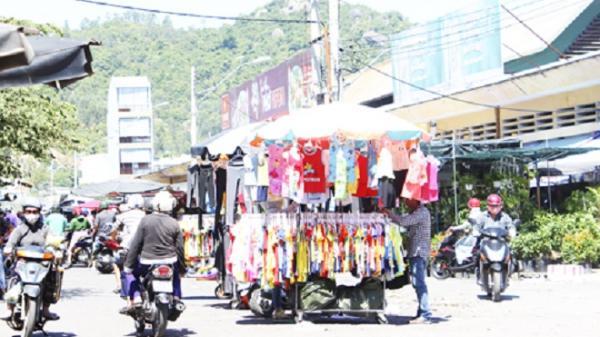 Khu vực chợ Vĩnh Hải: Tiếp diễn tình trạng lấn chiếm lòng đường