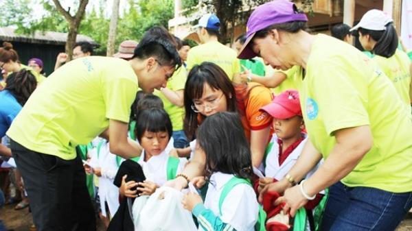 """Mang """"Áo trắng đến trường"""" cho hàng trăm học sinh nghèo Đắk Nông"""