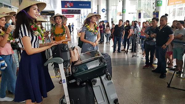 """Sân bay Đà Nẵng """"nóng rực"""" với sự xuất hiện của các Hoa hậu Thế giới!"""