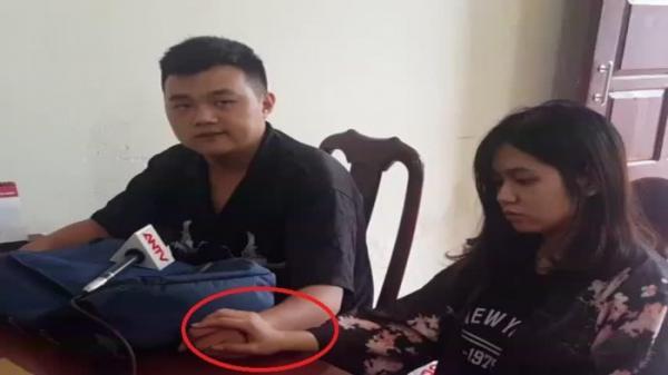 Hình ảnh gây sốt: Cặp đôi đâm người cướp của ở Đăk Lăk nắm chặt tay nhau trước mặt công an