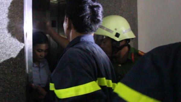 Đà Nẵng: Cô gái hoảng loạn kêu cứu vì bị mắc kẹt trong thang máy giữa tầng 5 do mất điện