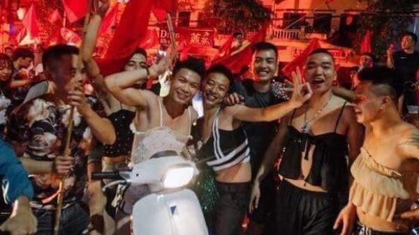 Thái Bình: Cổ vũ chiến thắng đội bóng nước nhà, nhóm thanh niên vạm vỡ không ngần ngại mặc áo 2 dây 'gợi cảm' xuống đường