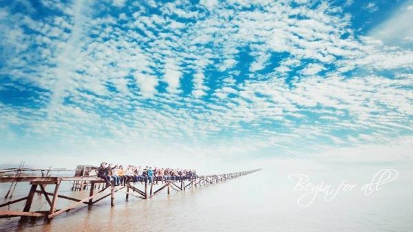 'Phát sốt' với cây cầu gỗ dài vô tận giữa biển Điệp Sơn