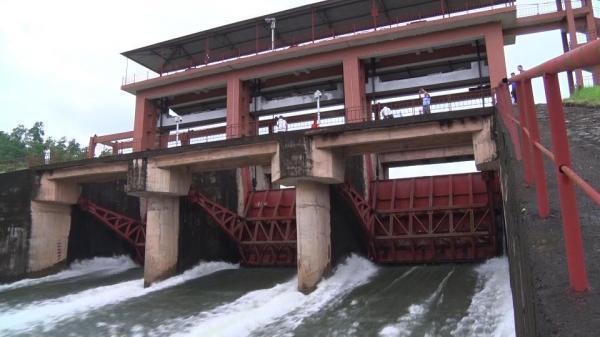 Thái Nguyên: Xả 2 cửa đáy đập chính hồ Núi Cốc