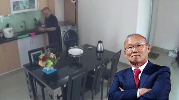 """Lần đầu tiết lộ """"nơi ăn chốn ở"""" giản dị không ngờ tới của HLV Park Hang Seo tại Việt Nam"""