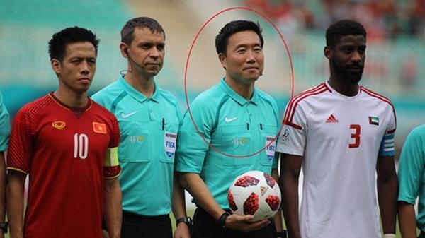 Còi vàng Dương Mạnh Hùng: 'Trọng tài Hàn Quốc sai sót, gây ức chế cho U23 Việt Nam'