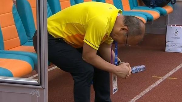Hành động 'lạ' của thầy Park trước trận gặp UAE, hóa ra thầy đã dự cảm trước kết quả rồi mới làm thế này!