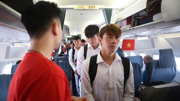 CHÍNH THỨC: Vừa về đến Hà Nội, U23 lên xe kín về thẳng khách sạn không diễu hành, nghỉ ngơi thôi ai cũng mệt rồi