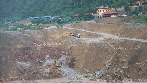 Thái Nguyên: Lạ kỳ làm đường, xây chùa chồng lấn lên đất rừng