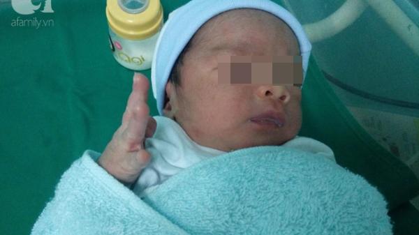 Chào đời đúng Quốc khánh 2/9 nhưng lại bị mẹ bỏ rơi, nhìn tờ giấy dán trên trán con quặn thắt ruột gan