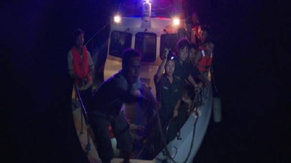 Tàu cá bị xà lan đâm chìm 5 ngư dân được cứu vớt