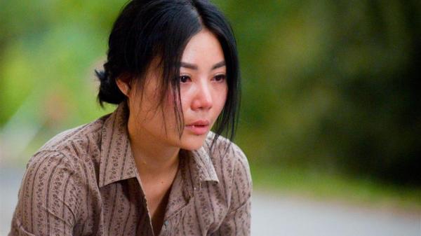 Nữ chính phim 'Quỳnh Búp Bê' ngất xỉu vì kiệt sức sau cảnh bị hiếp dâm tập thể khủng khiếp