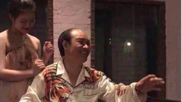 """Chiếc áo hổ vồ mồi của ông trùm động Thiên Thai trong """"Quỳnh búp bê"""" và sự thật quá bất ngờ!"""