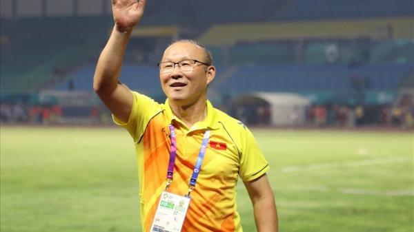 Vượt mặt NS Hoài Linh, Trấn Thành, HLV Park Hang-seo ngự trị BXH truyền thông Việt Nam tháng 8/2018