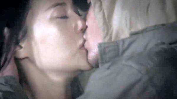 """Không trốn thoát được, Quỳnh Búp Bê mãnh liệt hôn từ biệt Cảnh """"soái ca"""" trong nước mắt?"""