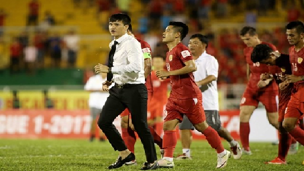 Công Vinh đổ lỗi cho trọng tài sau trận thua S. Khánh Hòa