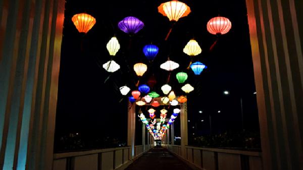 Mở cửa cầu đèn lồng đầu tiên ở phố biển Nha Trang